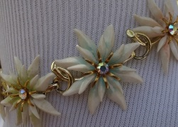 1960s Flower Power Choker Necklace