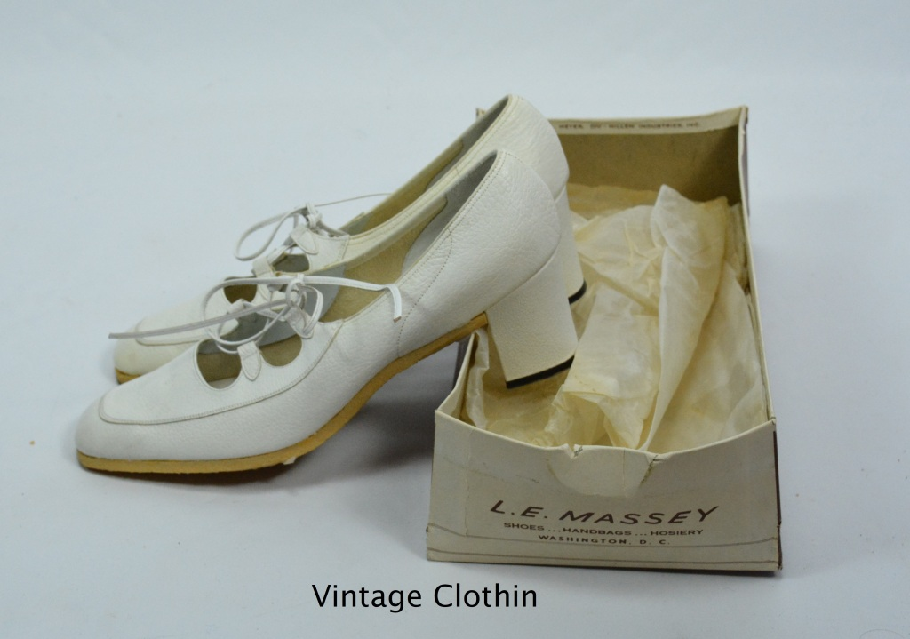 1974 LE Massey/Taverner White Lace Up Crepe Sole Pumps New Old Stock