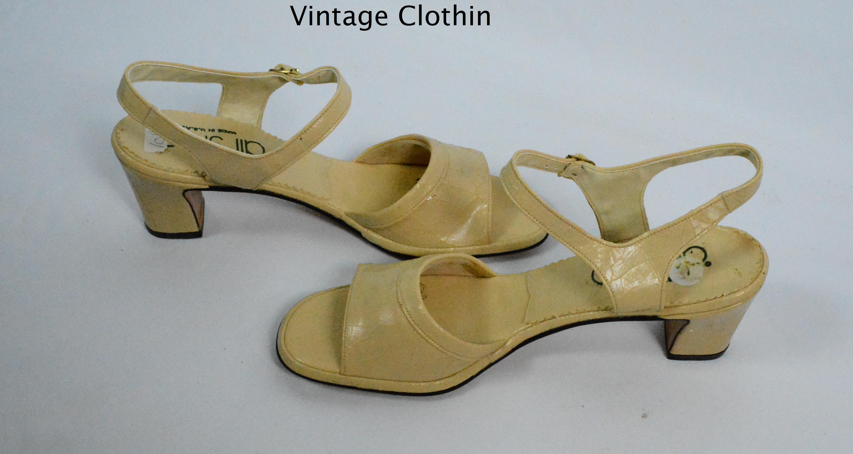 66dc933425df1 1981 Air Step Bone Color Sandals For Sale – Women's Vintage Clothing ...