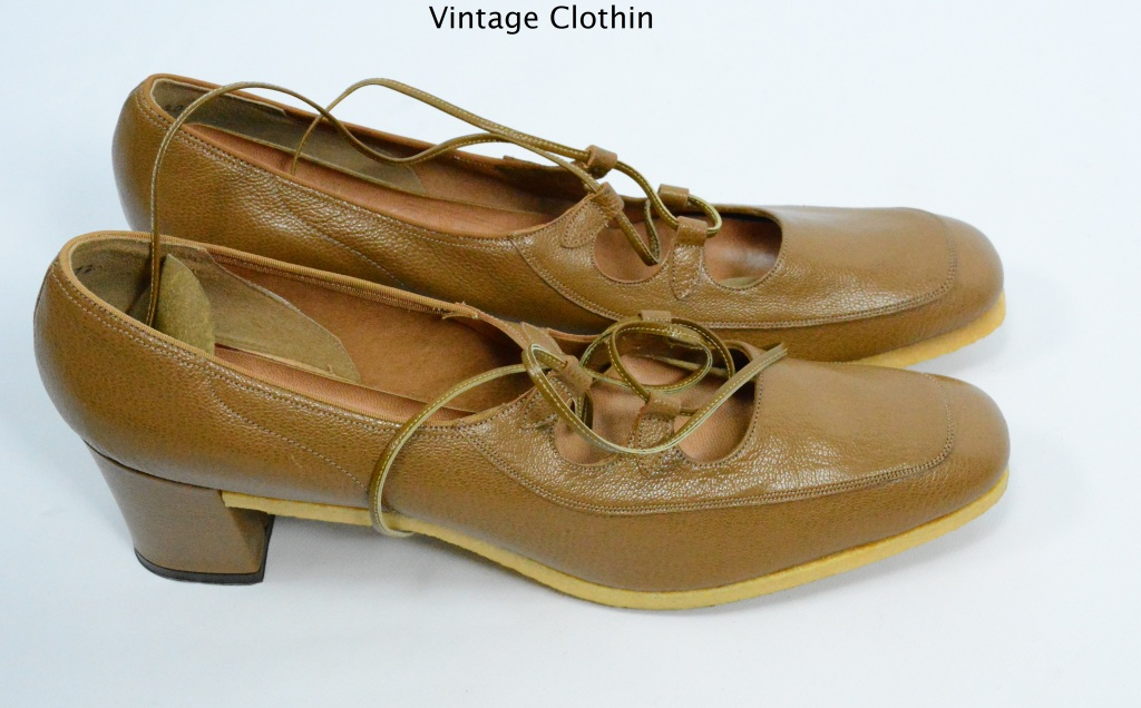 1974 Mark Tavenner, L E Massey Tan Pumps