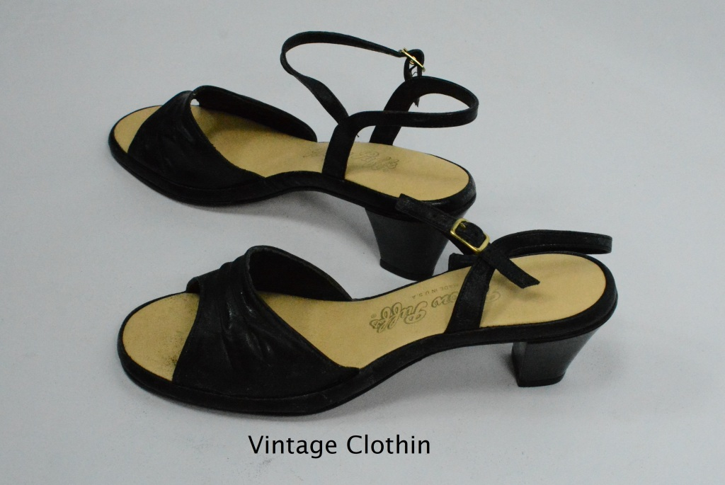 1981 Pillow Puff Black Sandals