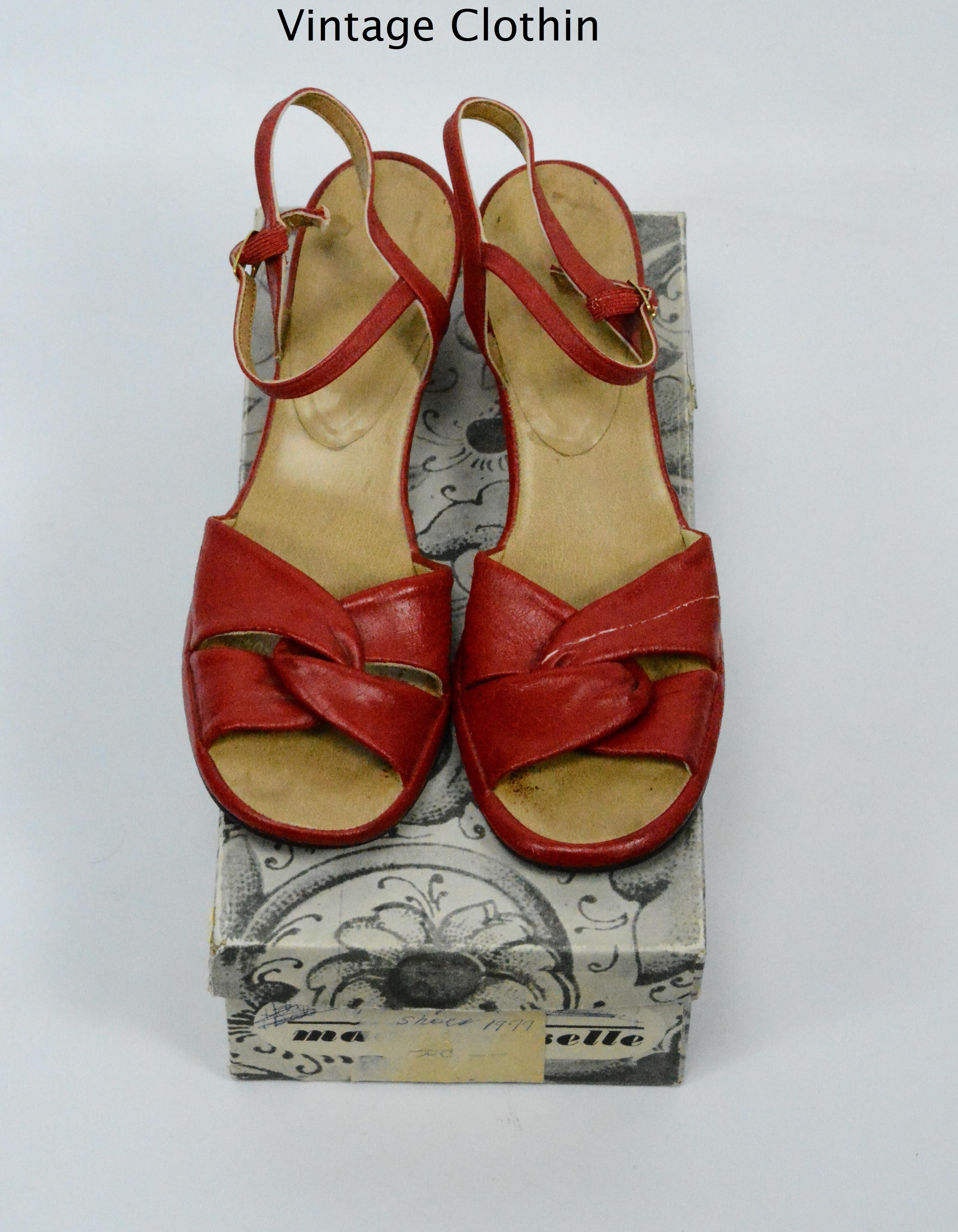 19870s vintage red sandals – Women's